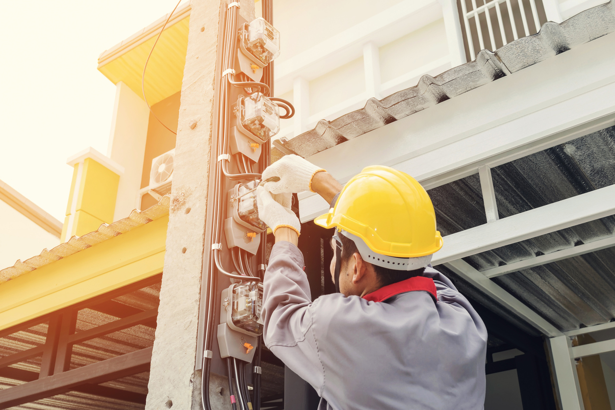 Should You Become an Electrician? Top Pros & Cons