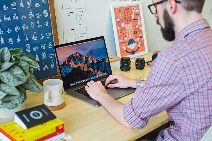 Tout ce qu'il faut savoir pour travailler à son compte après des études en école de design graphique pour le web