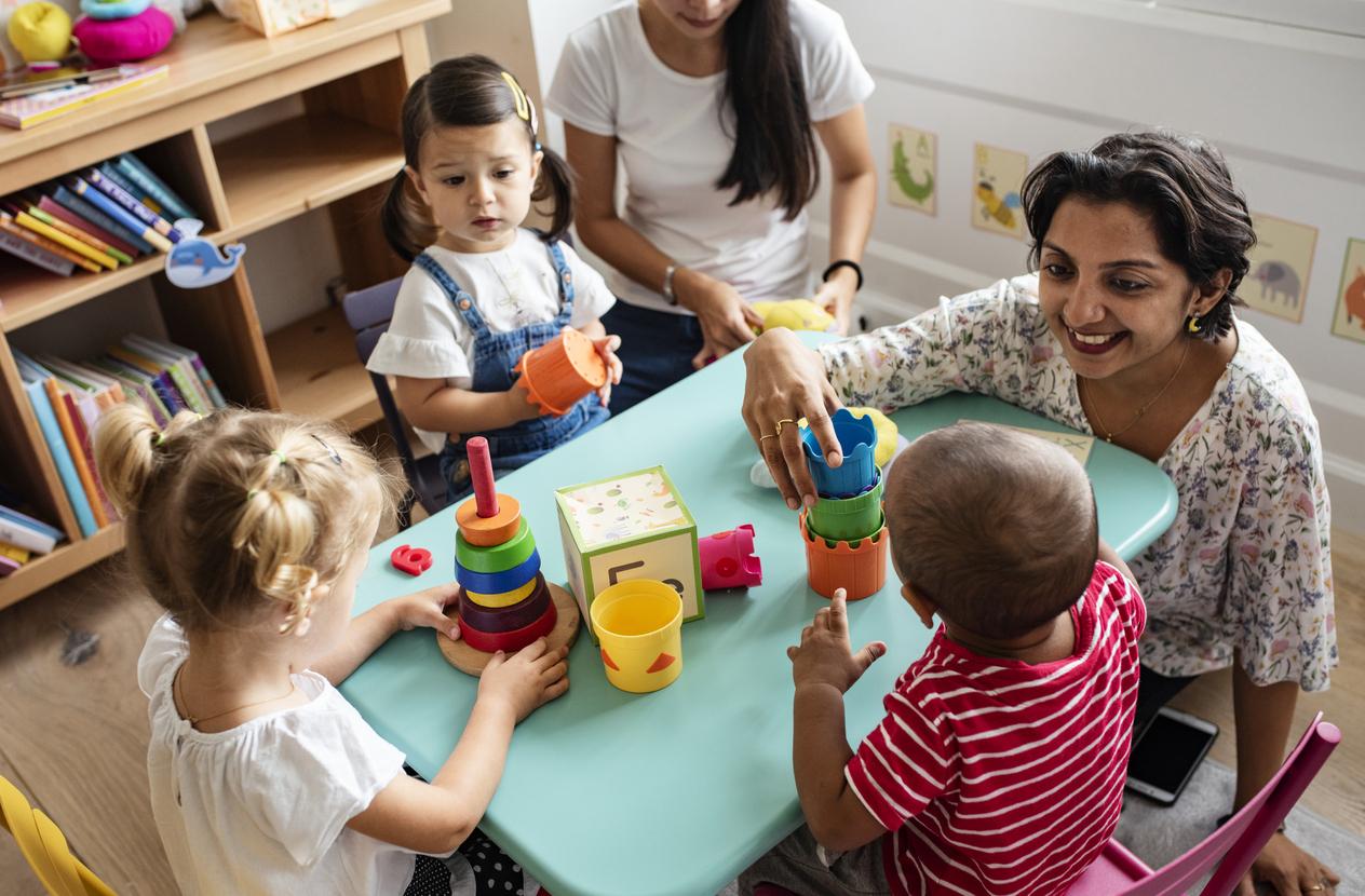 Devenir éducatrice ou éducateur à la petite enfance : avantages et inconvénients du métier