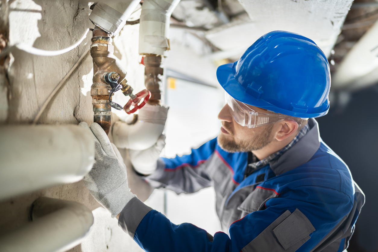 pros and cons of becoming a plumber