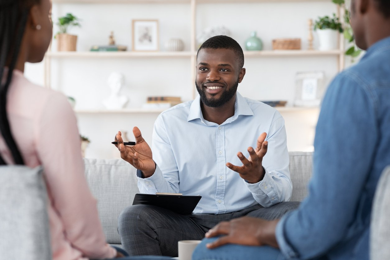 what does a family mediator do