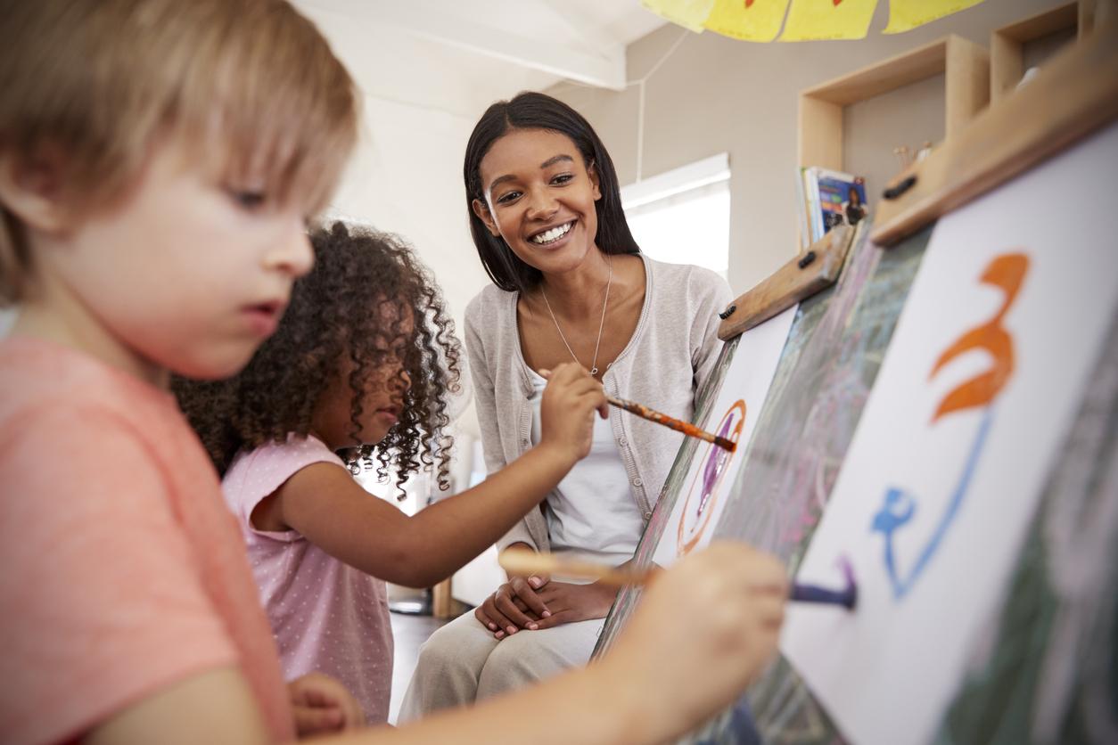 En quoi consistent les tâches d'une éducatrice à la petite enfance